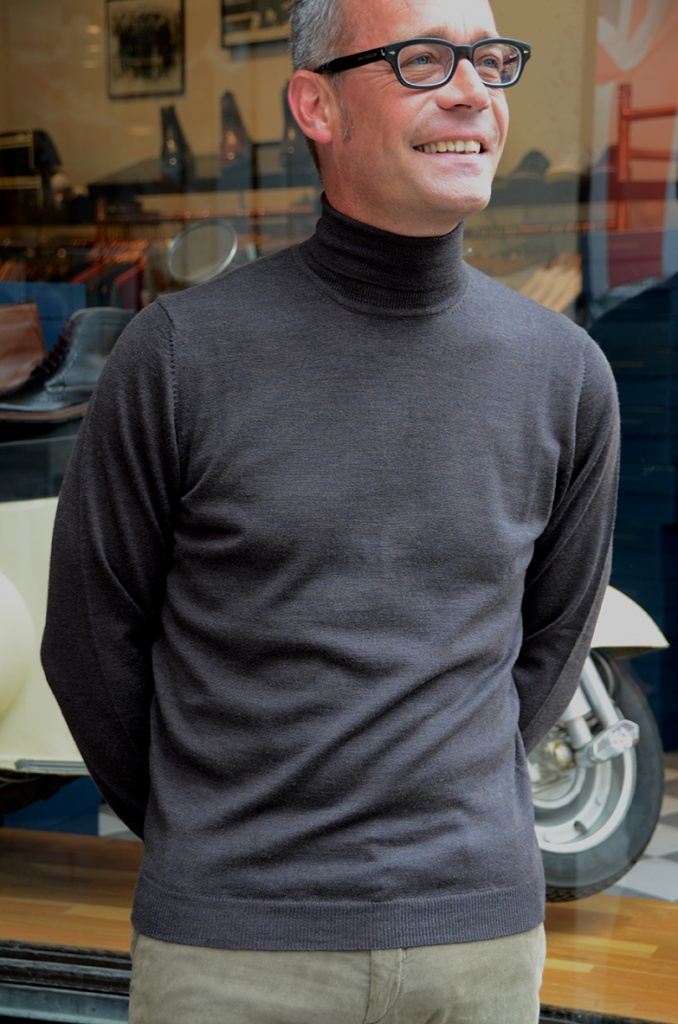 Alan Paine rollneck dk brown