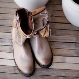 Boots - Carton