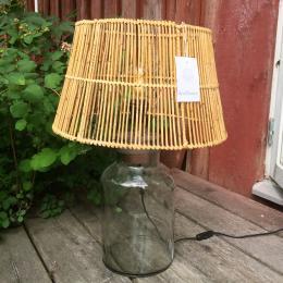 Lampskärm i Rotting