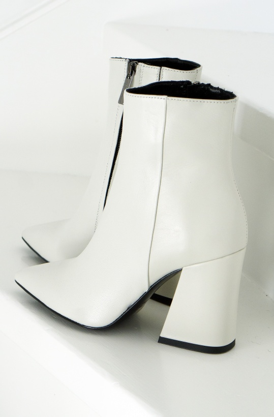 A PAIR - Pointed Asymmetric Heel