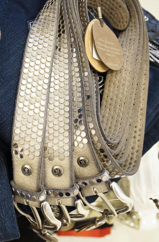 B-BELT - Vanilla 35mm studded leather