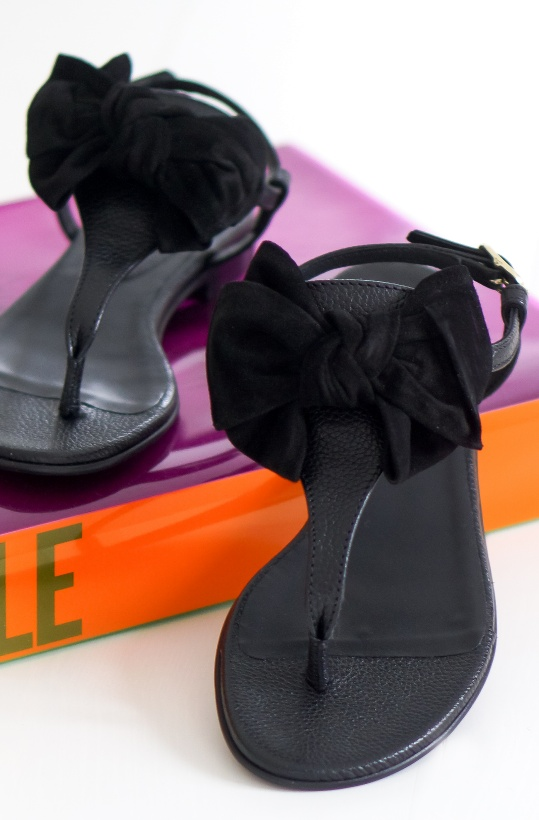 BILLI BI - Svart sandal med Rosett