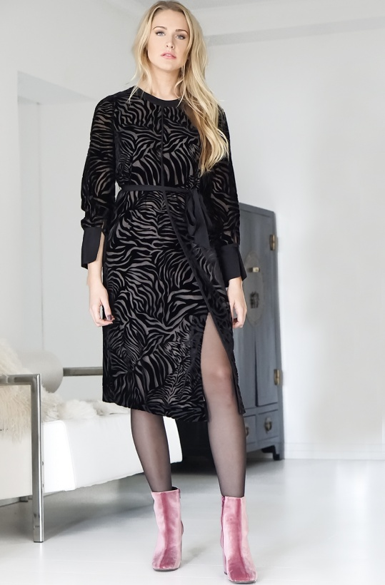 INTROPIA - Dress black velvet zebra