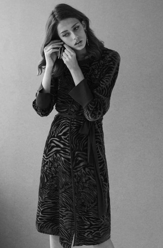 INTROPIA - Dress black velvet zebra