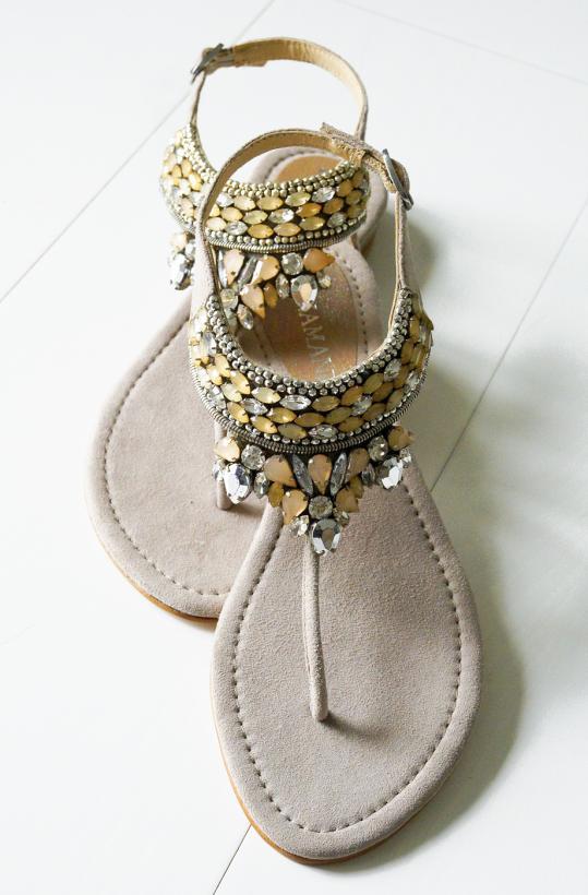 LAZAMANI - Sandal i nude med stenar