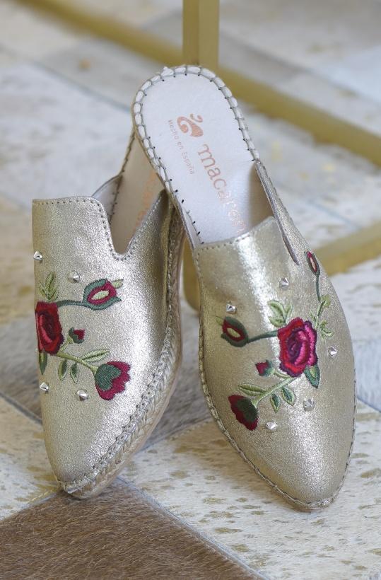 MACARENA - Guld Slip in med Blommor