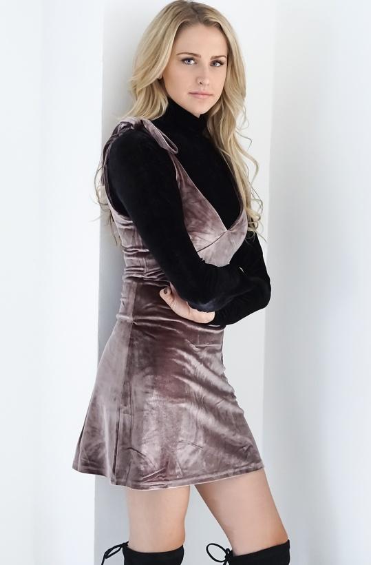 NA-KD - Velvet Strap Tie Dress