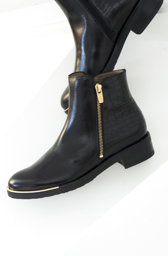WONDERS - Black Chelsea Boot