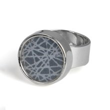 SÄGEN VIRRVARR SMALL DARK GREY RING