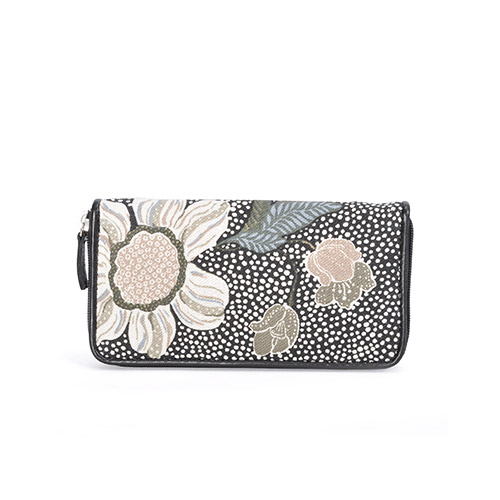 CEANNIS BLACK FLOWER LINEN WALLET