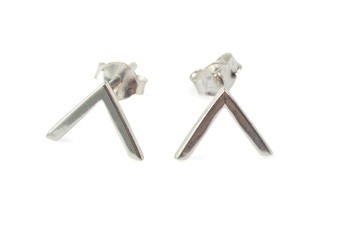 STRICT SIMPLE V EARRING SILVER