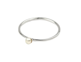 TINY PEARL RING SILVER