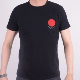 I022347 Red Dot Tee Black