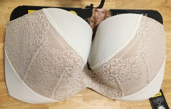 Wonderbra Ultimate Strapless Moulded Lace Bra