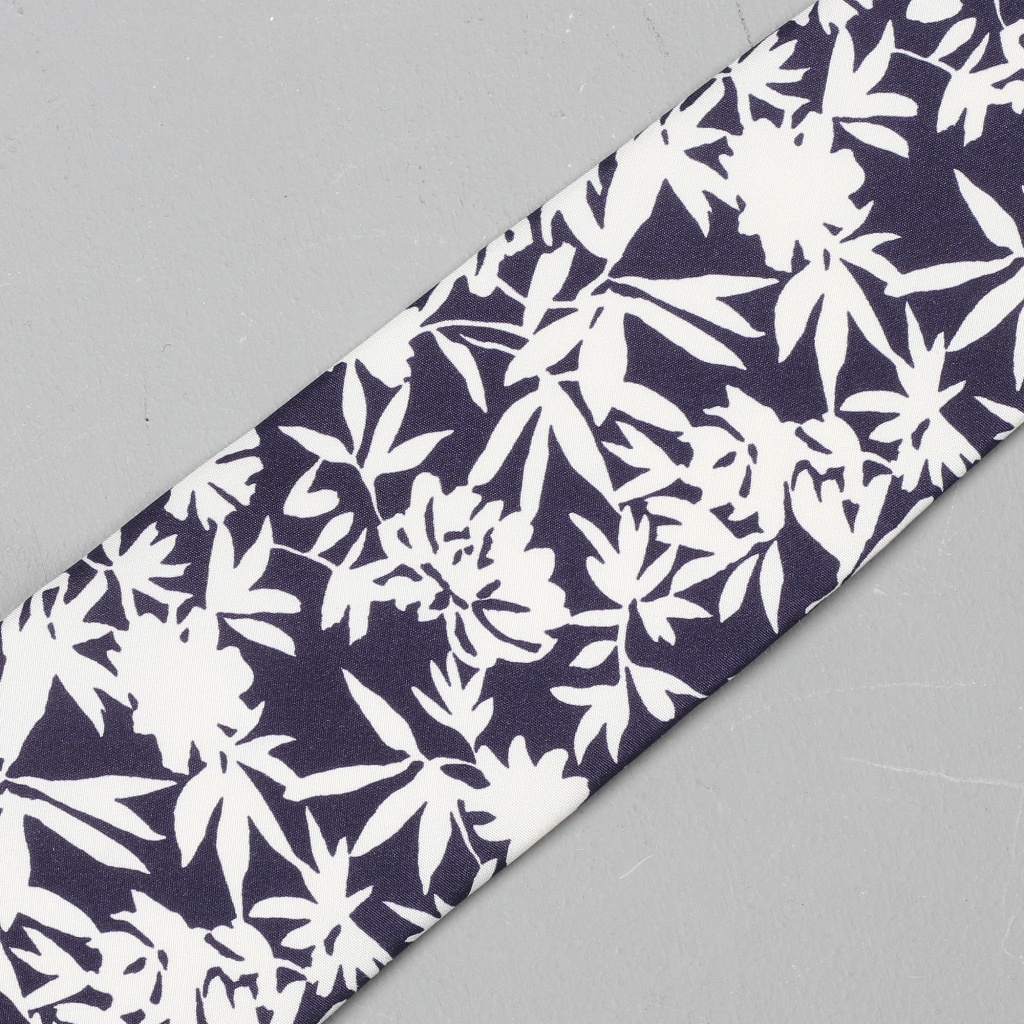 Drake's Tie Floral Silhouette Navy
