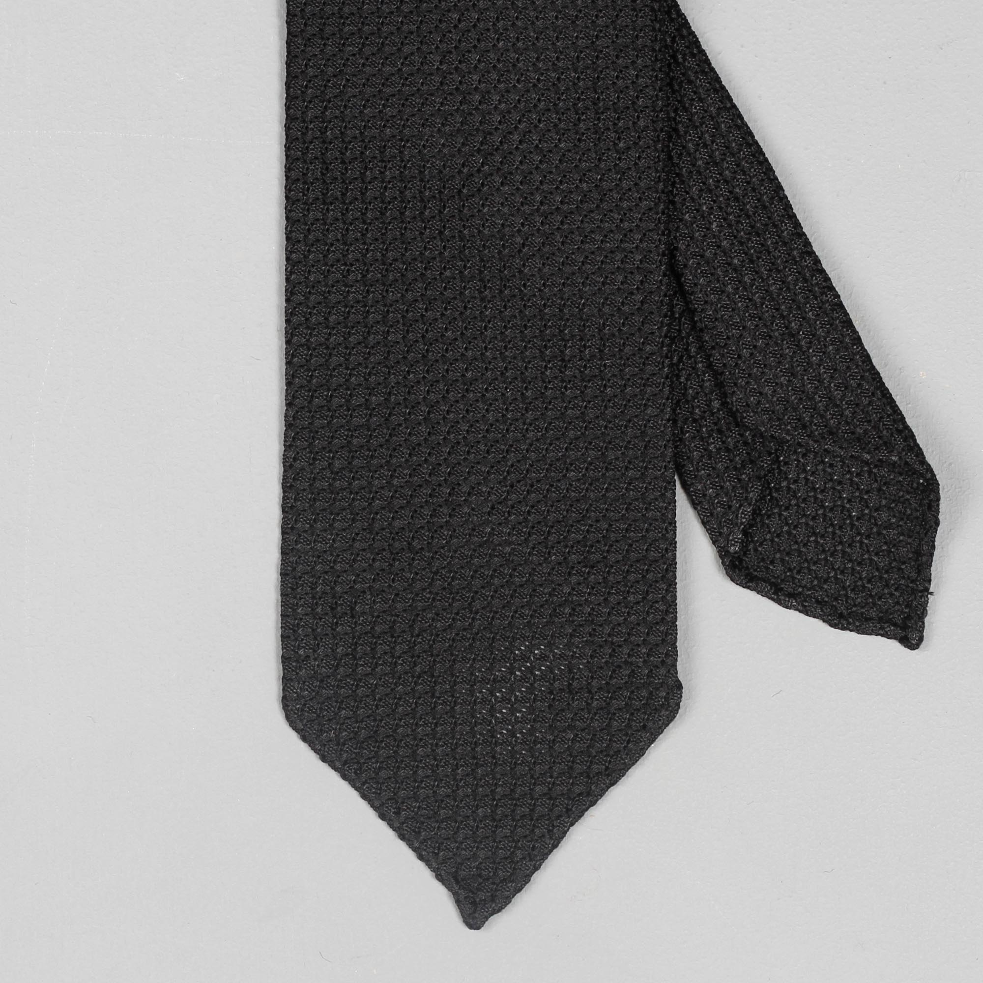 b9a4c4a1d639 Drake's Handrolled Large Knot Grenadine Tie