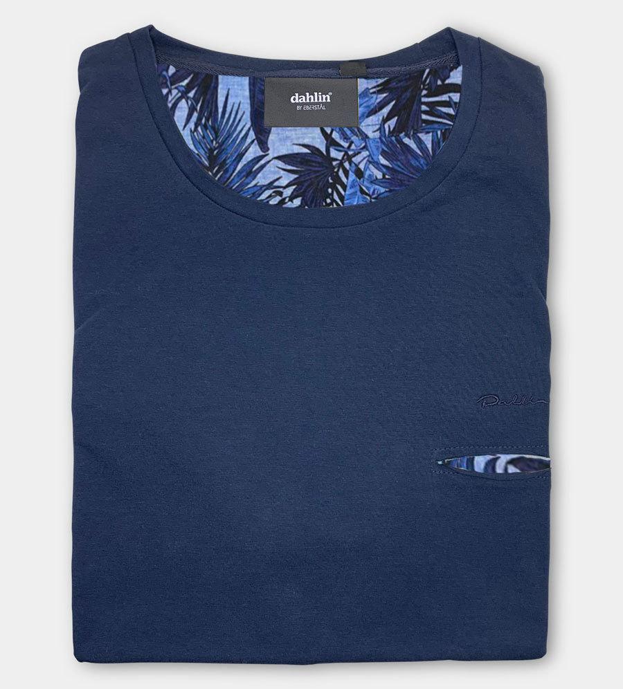 Dahlin T-shirt med huggen ficka - Mörkblå