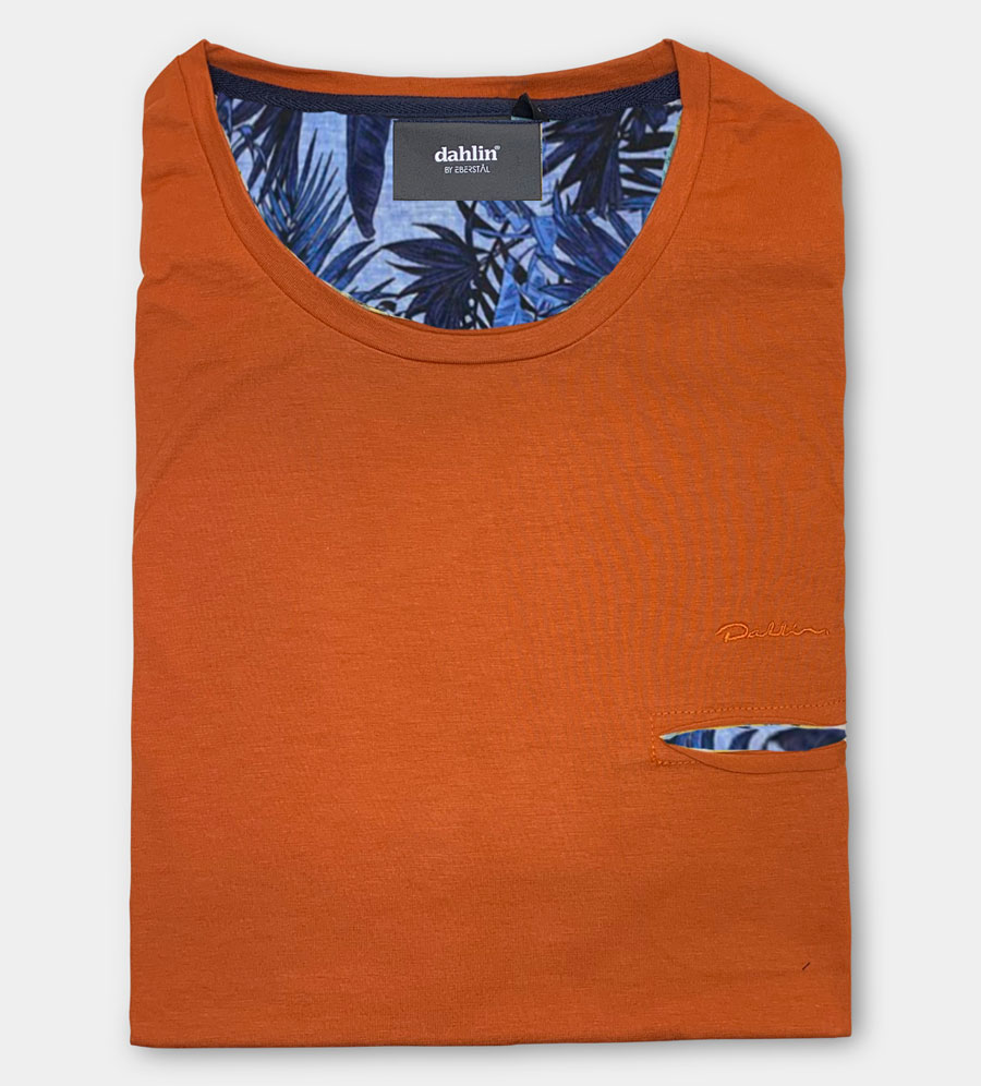 Dahlin T-shirt med huggen ficka - Orange