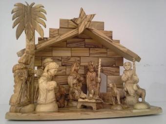 Figurer ca 15 cm, 10 st (14 delar) inkl. stall 25x19x30 cm, olivträ - tillverkad av kristna familjer i Nasaret