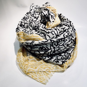 Black colour Capri scarf
