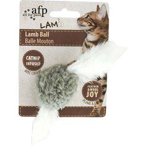 Lammboll m.fjädrar & catnip 5cm mix.färg
