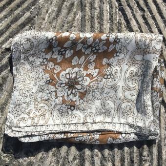Stenströms scarf, batik flower