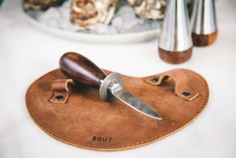 Brût Oyster knife with leather glove