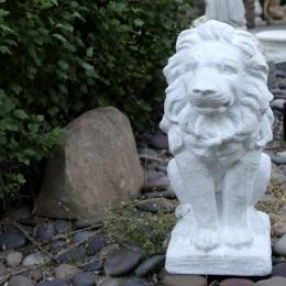 Lejonstaty vit