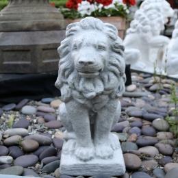 Lejonstaty grå