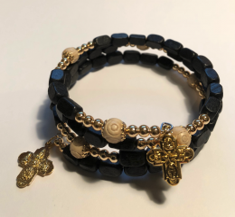 Rosenkransarmband, trä, avlånga, kantiga svarta pärlor
