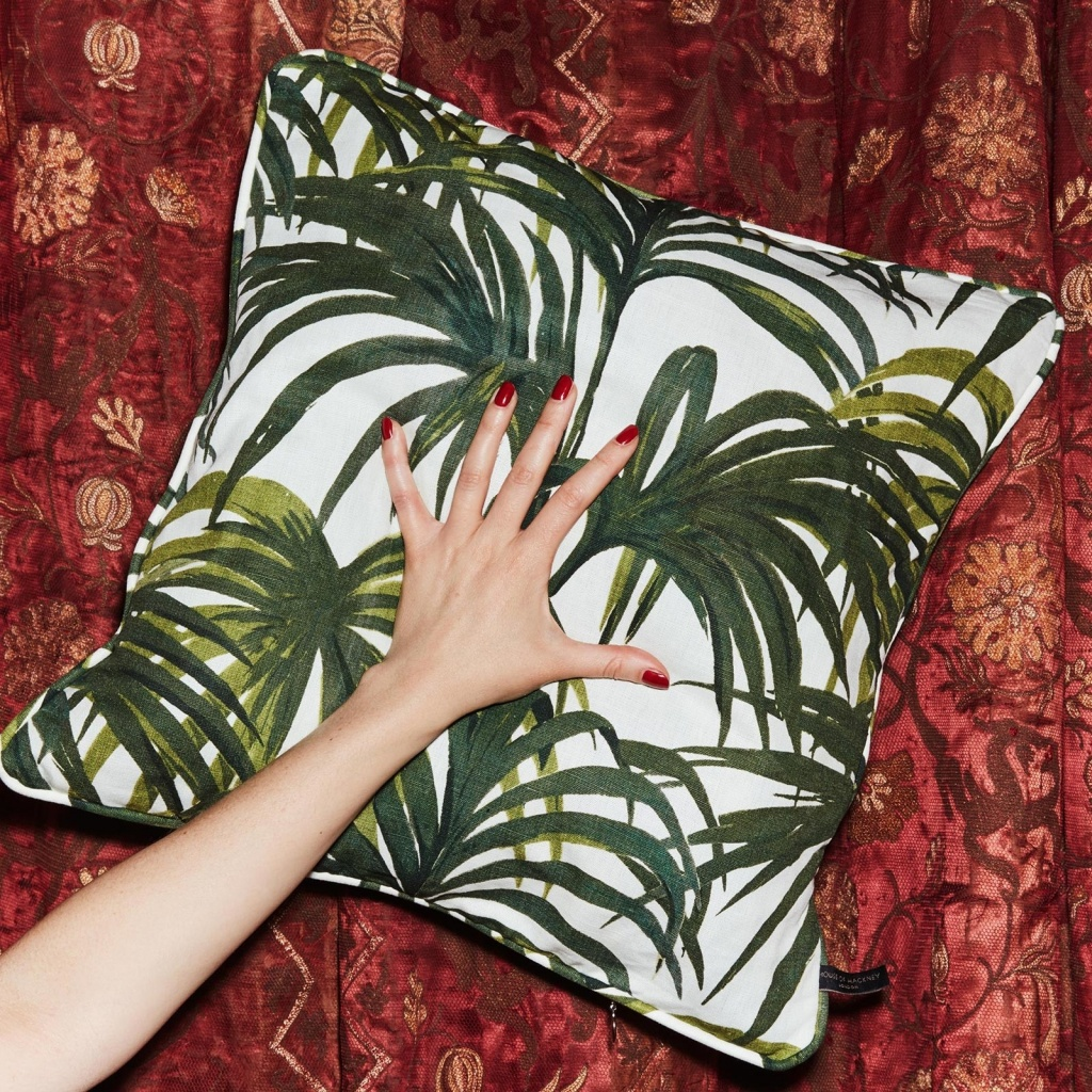 palmeral_large_cotton_linen_cushion_offwhite_1.jpg