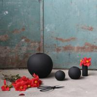 Cooee Ball Vase Black