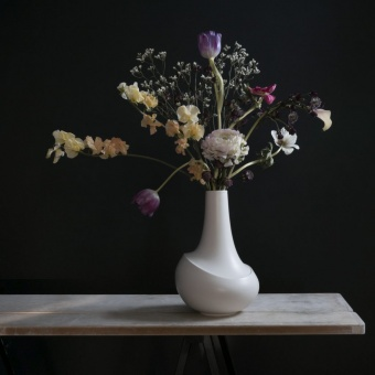 AEO Vase Dance White