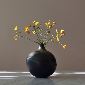 AEO Vase Bubble Black Matte