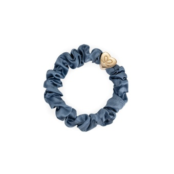 ByEloise London hårsnodd Gold Heart Silk Scrunchie Faded Denim