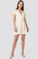 NA-KD - Frill Sleeve Playsuit