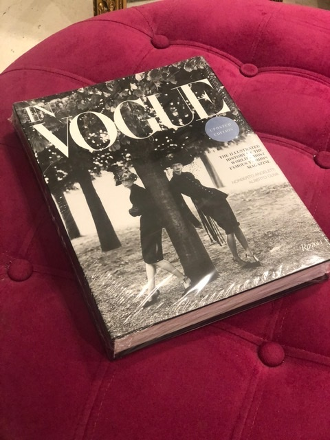 NEW MAGS - IN VOGUE