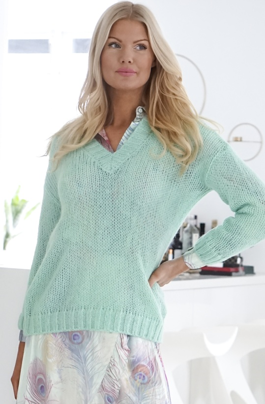 ALIX THE LABEL - Soft Knitted V-Neck Sweater