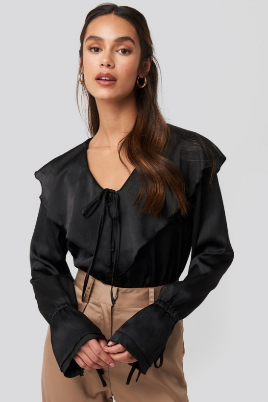 NA-KD - Flounce Satin Structured Blouse
