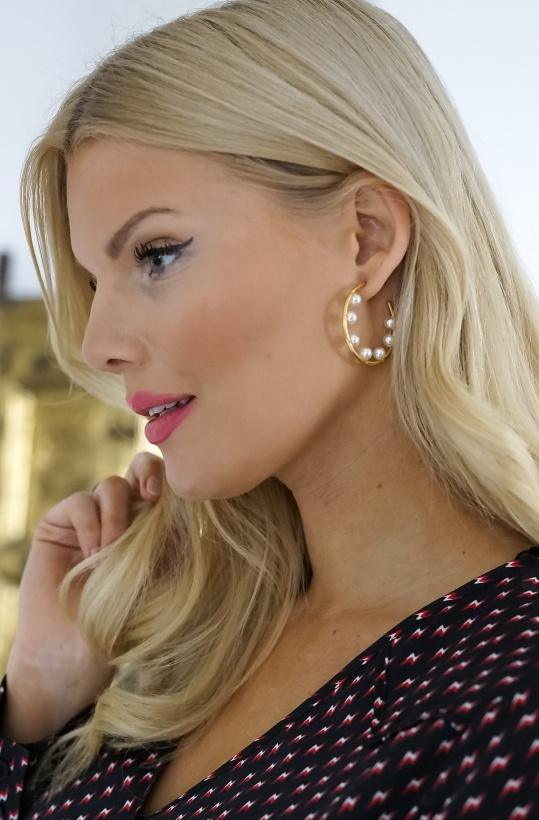 JANE and SOPHIE - Hoop Pearl Earrings