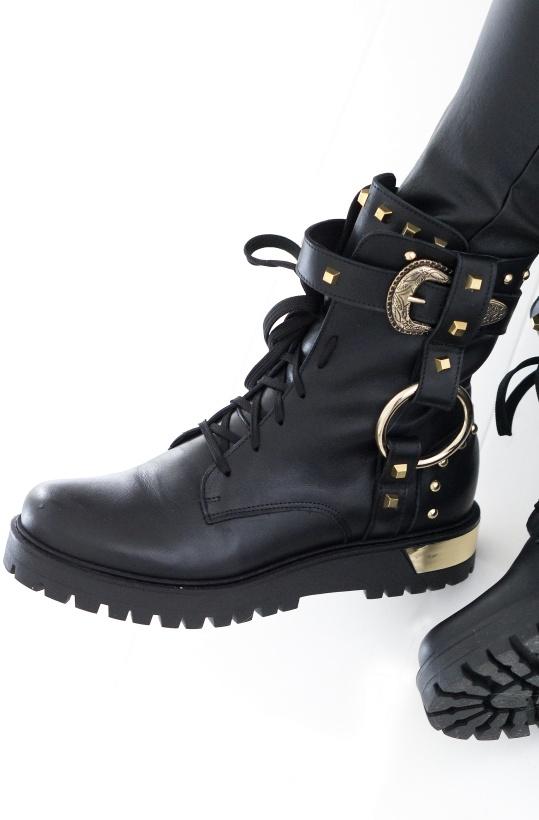 LESTROSA - Boot med guldspännen F10
