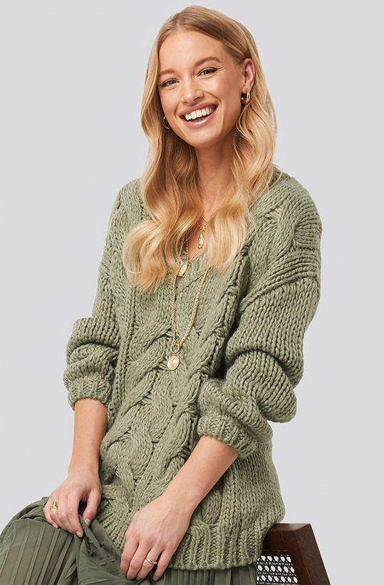 NA-KD - Oversized V-Neck Heavy Knitted Cable Sweater