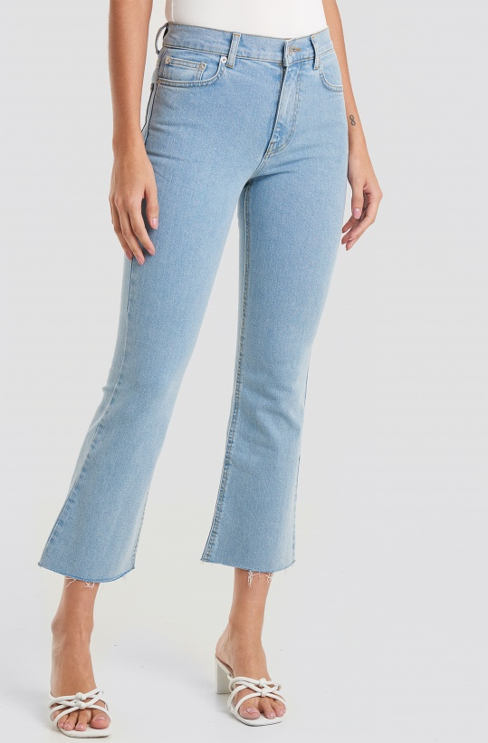 NA-KD - Raw Hem Kick Flare Jeans Ligh tBlue