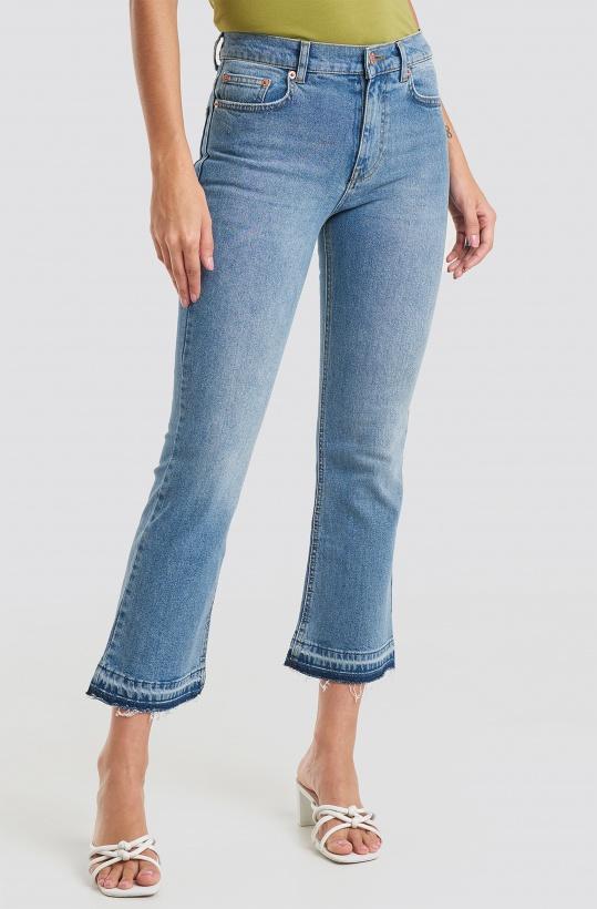 NAKD - Undone Hem Kick Flare Jeans