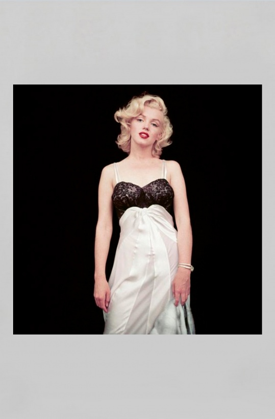 NEW MAGS - THE ESSENTIAL MARILYN MONROE