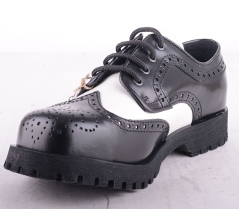 Budapester Black & White Brogue