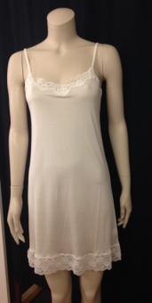 Damella nattlinne/underklänning i stickat siden