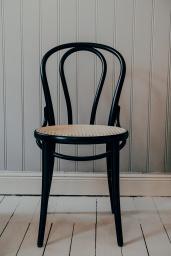 Stol TON No.18 Svart/Flätad Sits
