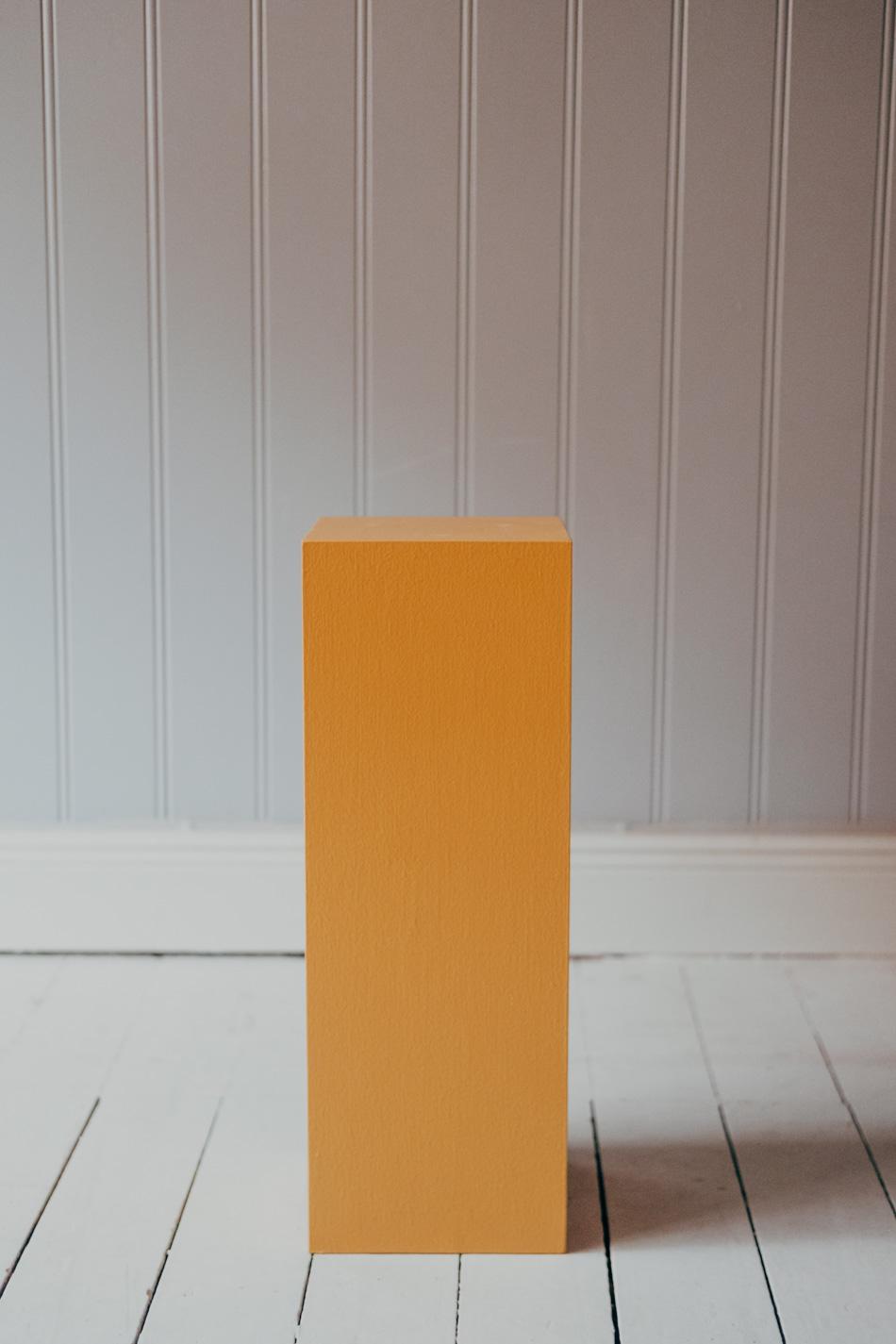 Piedestal Furan Ockra