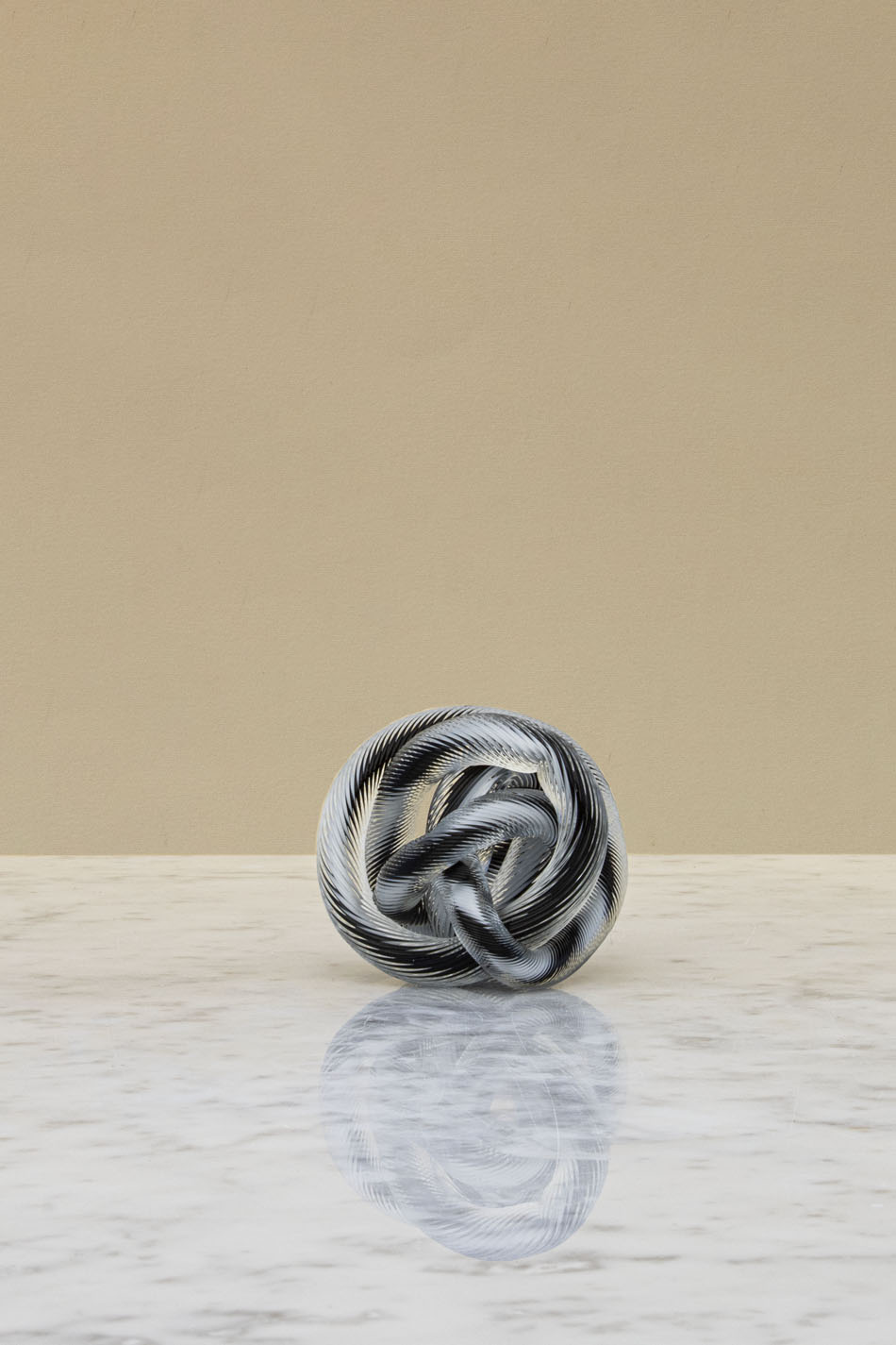 Knot S No 2 Black and white